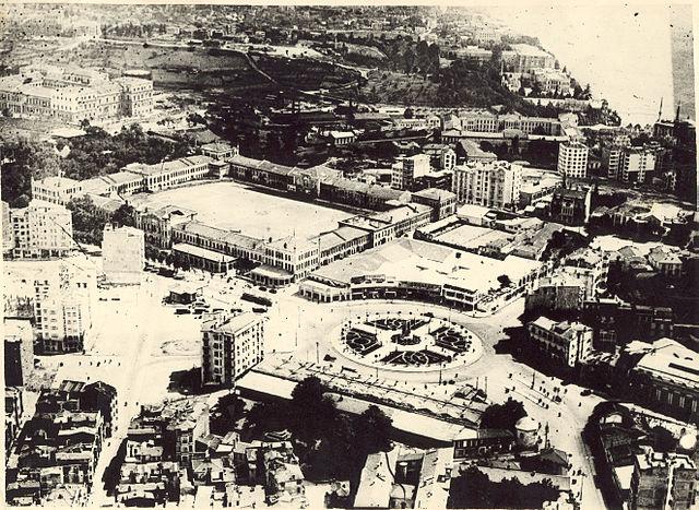 """כיכר 'טקסים' באיסטנבול. תצלום משנת תרצ""""ו"""