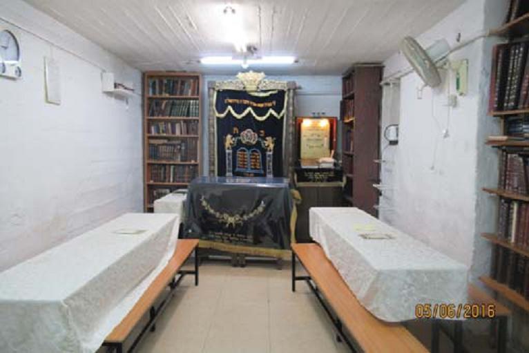 פנים בית הכנסת בסנהדריה המורחבת